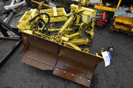HYDRAULIC SNOW PLOW ATTACHMENT, (SV068) , lot loca