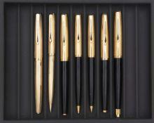 AURORA, Lot de sept stylos Parure stylo plume et stylo bille 98 de 1963, corps et attributs