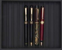 AURORA, Lot de quatre stylos Parure stylo plume et stylo bille en résine noire, attributs plaqués