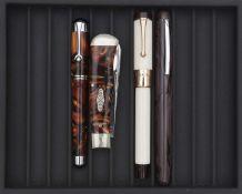 BEXLEY, Lot de trois stylos, Stylo plume Cutting Edge Pen édité à 100 exemplaires (n°090), en résine