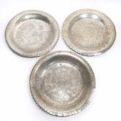 Drei TellerAlexandria, 20. Jh. bzw. wohl persisch. Silber. Gravierter ornamentaler und tlw.