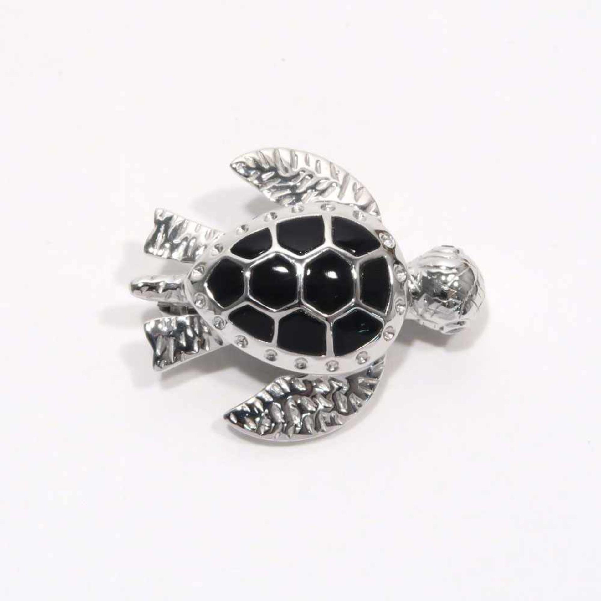 Brosche18 K WG, Marke (K18). In Form einer Schildkröte mit zwei Kleindiamanten als Augen und einem