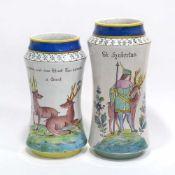 Zwei VasenWohl Österreich, um 1912. Fayence. Weiße Glasur mit polychromem Dekor: Hl. Hubertus mit
