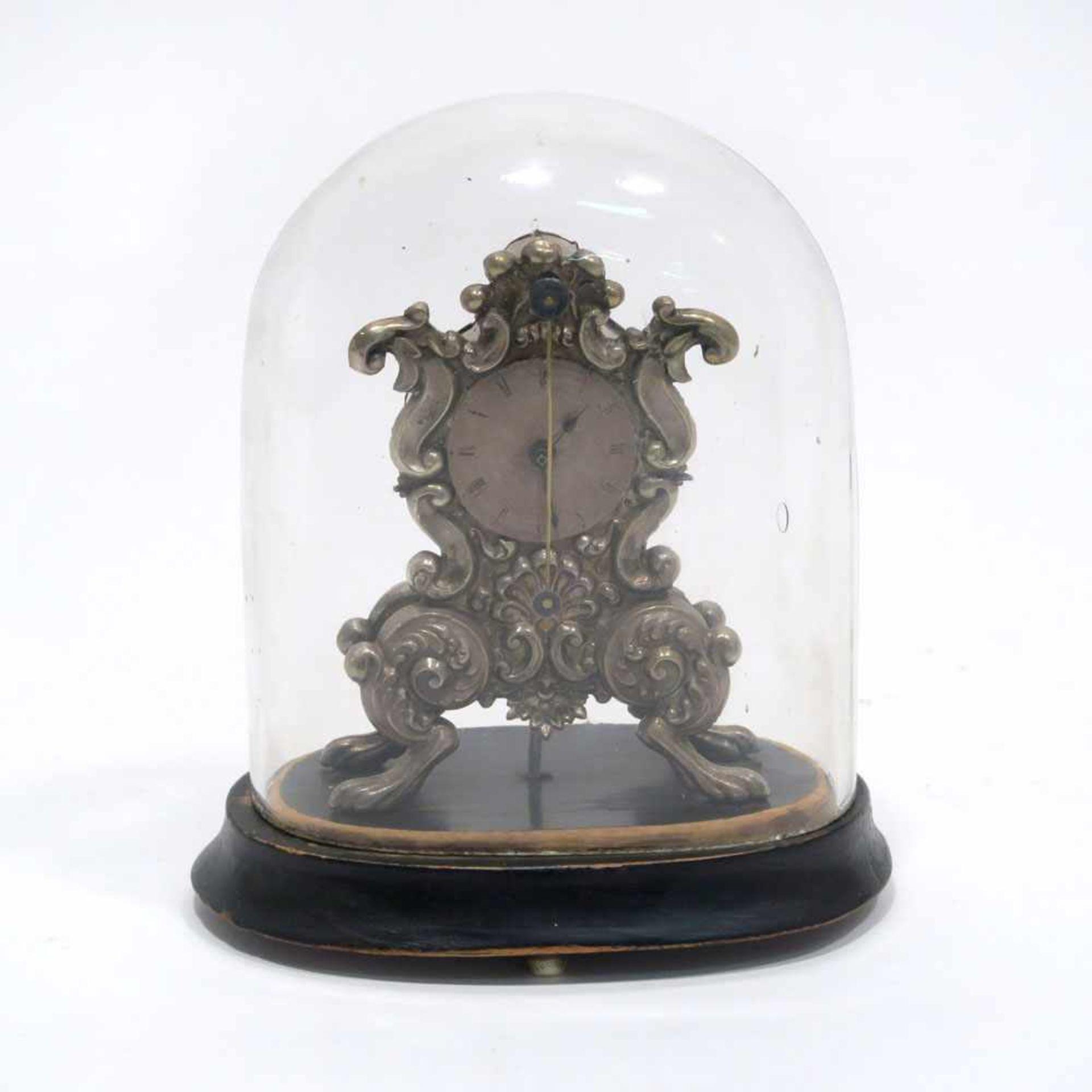 Los 26 - Miniatur-TischzapplerWien, 1810 - 1866. Silber. Auf vier Tatzenfüßen geschwungenes Gehäuse mit