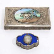Zwei DosenFrankreich bzw. Vorderer Orient, wohl Persien. Silber, innen vergoldet. Ovale, passig