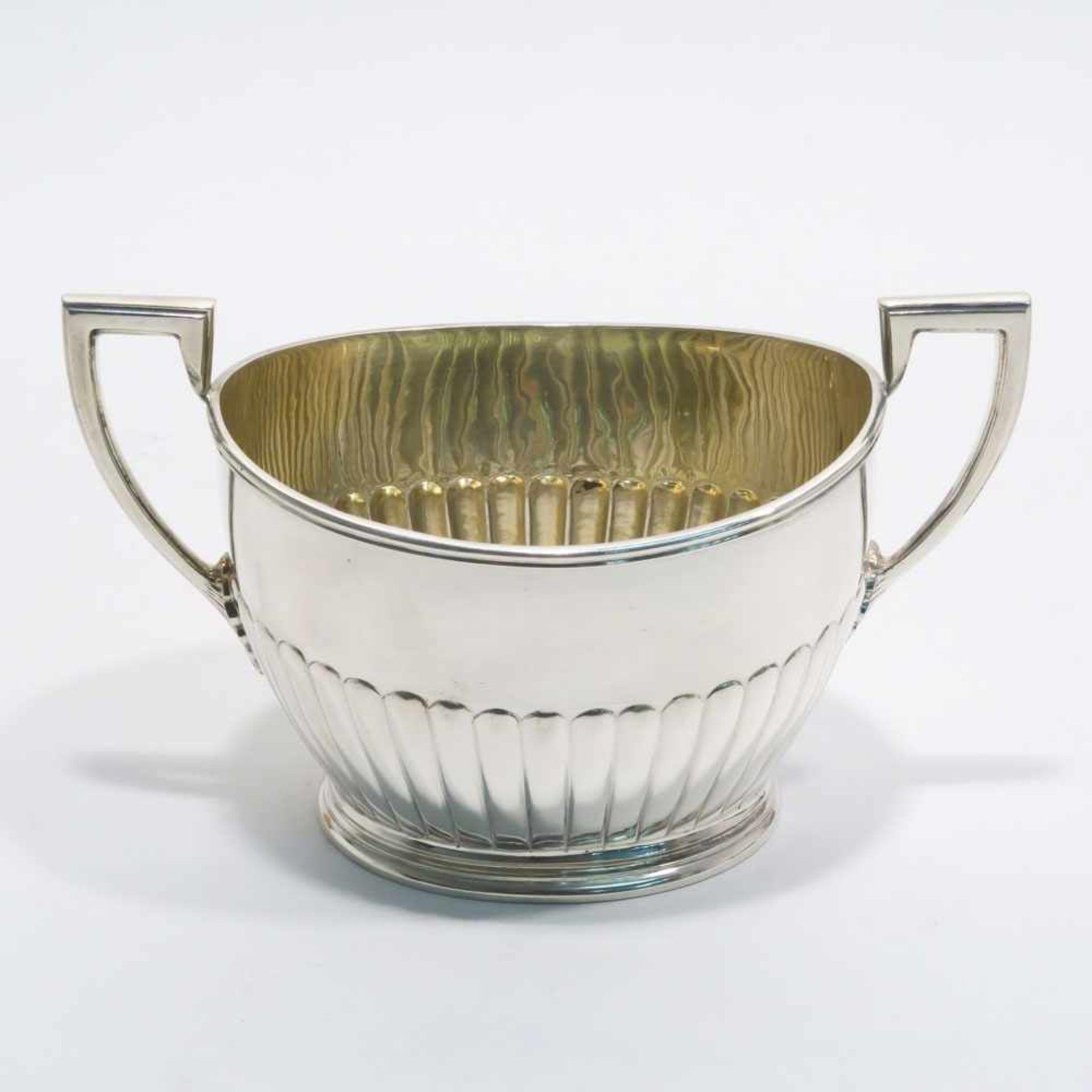 Los 9 - ZuckerschaleBerlin, Körner & Proll. Silber, innen vergoldet. Ovaler, profilierter Stand, Wandung