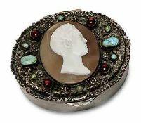 DoseÖsterreich-Ungarn, 1866 - 1922. Silber. Ovale Dose, durchbrochener Deckeldekor aus