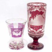Zwei BecherBöhmen, 19. Jh. Farbloses Glas, rot bzw. violett lasiert. Verschiedene Schnittdekore.