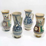 Vier BirnkrügeWohl Siebenbürgen, 18./19. Jh. Keramik. Weiße Glasur mit verschiedenen blauen bzw.