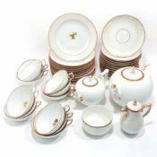 Teeservice für zwölf PersonenMeissen, 1924 - 1934. Weiß, Goldrand, rot staffiert, zentral auf den