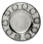 MünztellerWien, nach 1921Silber. Perlrand, zehn in die Fahne eingelassene 2-Schilling-Münzen (u.a.