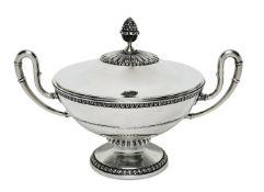DeckelterrineItalien, Mitte 20. Jh.Silber. Runde Schale mit zwei hochgezogenen Henkeln und