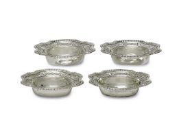 Vier SalzgefäßeBrüssel, Wolfers Frères, vor 1940Silber, farblose Glaseinsätze (einmal ergänzt).