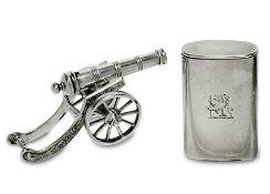 Miniatur-Kanone / StreichholzdoseNiederlande, vor 1953 / England, viktorianischSilber. Bewegliche