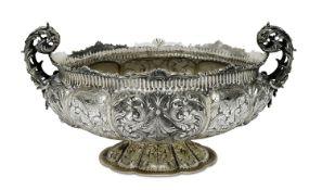 Große SchaleItalien, Mitte 20. Jh.Silber, leichte Vergoldung. Ovale Schale mit passiger Godronierung