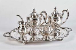 Fünfteiliges Teeservice der Grafen TolstoiSt. Petersburg, um 1800Ovales Tablett (L. 65 cm) auf