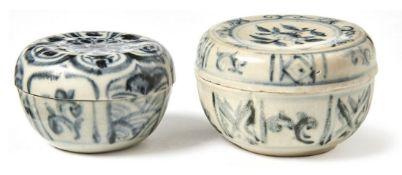 Zwei kleine Deckeldosen für die TeezeremonieAnnam/Vietnam, 15./16. Jh.Leicht bauchige Form mit