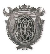 Heraldischer AnhängerBaltikum, wohl Mitau, 18. Jh.Hochovales Medaillon aus Schildpatt in dekorativer