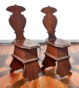 Zwei RenaissancestühleNorditalien, 17. Jh.Auf geschweiften Stützbrettern Zargenrahmen und
