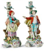 Paar FigurenleuchterPlaue (Thüringen), C.G. Schierholz & Sohn - E. 19. Jh.Auf vierpassigem,