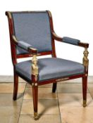 Empire-ArmlehnstuhlFrankreich, um 1810Profiliert geschnitztes Gestell auf konischen