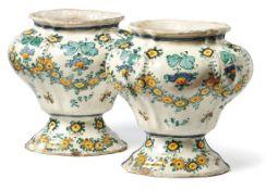 Zwei große Vasen aus einer KlosterapothekeLatium, dat. 1742Ovale, gefußte und mit vertikalen