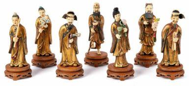Sieben Figuren der UnsterblichenChina, 20. Jh.Die Heiligen in langen, vergoldeten Gewändern mit