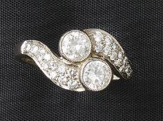 Brillantring20. Jh.Als sog. Toi-et-moi-Ring besetzt mit zwei Diamanten im Brillantschliff und