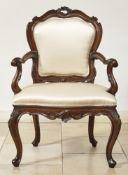 Sessel im BarockstilVenedig, 19. Jh.Auf geschwungenen Beinen und geschnitzter Zarge Polstersitz, die