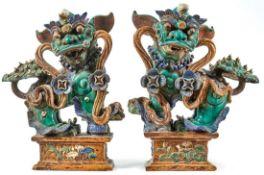 Großes Paar Fo-Hund-FigurenChina, 18./19. Jh.Auf rechteckigem Postament stehend und wehende