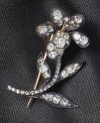 Zitternde BrillantbroscheUm 1880In Form einer Blume, Blütenkopf und Stempel mit Feder versehen,