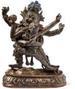 Dharmapala Begtse mit Shakti in Yab-yumTibetAuf Lotossockel im Ausfallschritt auf einem Körper