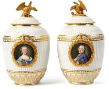 Paar Deckelvasen mit Bildnissen des Landgrafen Friedrich II. von Hessen-Kassel und