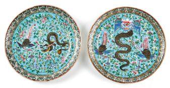 Zwei Teller mit Drachen- und Phönixdekor