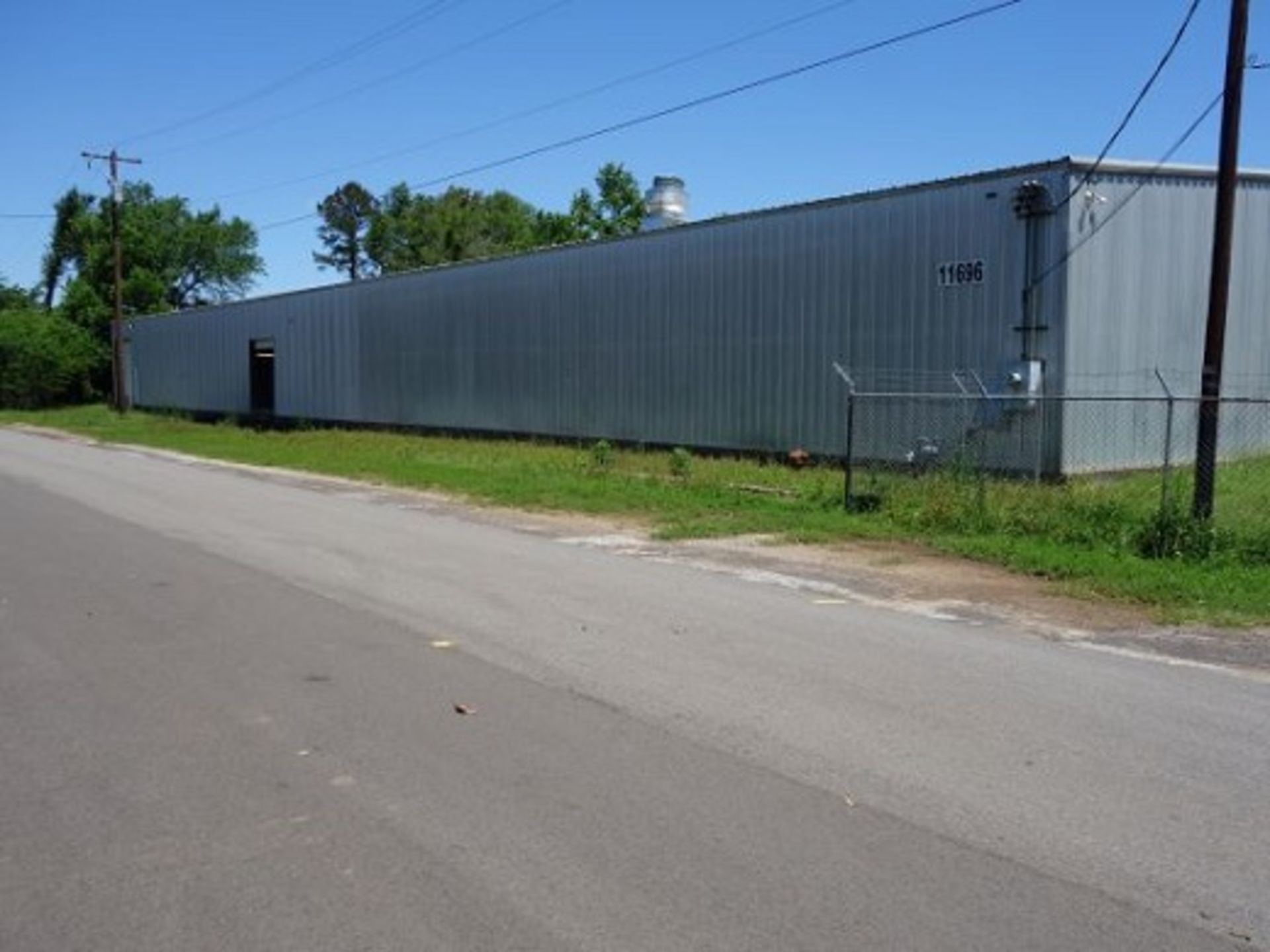 Lot 4000 - Located Tyler, TX: Industrial facility, approx 25,686 sq ft, 18' ceiling, MIN. RESERVE PRICE --