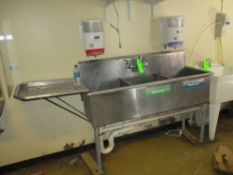 Stainless steel 3 bowl sink with manual soap dispenser, 55 in x 22 in x 14 in deep ***Auctioneer