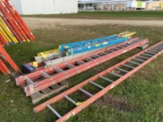 Exetension Ladder, 40', Red, (Rigging & Loading: $25) (Located in Oelwein, IA)
