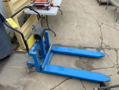 Bishamon Pallet Lift, 1000 lb Capacity, Model# LV-10W, Serial# LV9702016 (Located in Oelwein, IA)