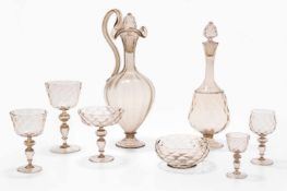 Gläserservice, MuranoUm 1900. Façon de Venise. Rauchfarben getöntes, optisches Glas. Bestand: 9
