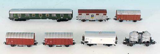 Konvolut Gueterwagen verschiedener Hersteller