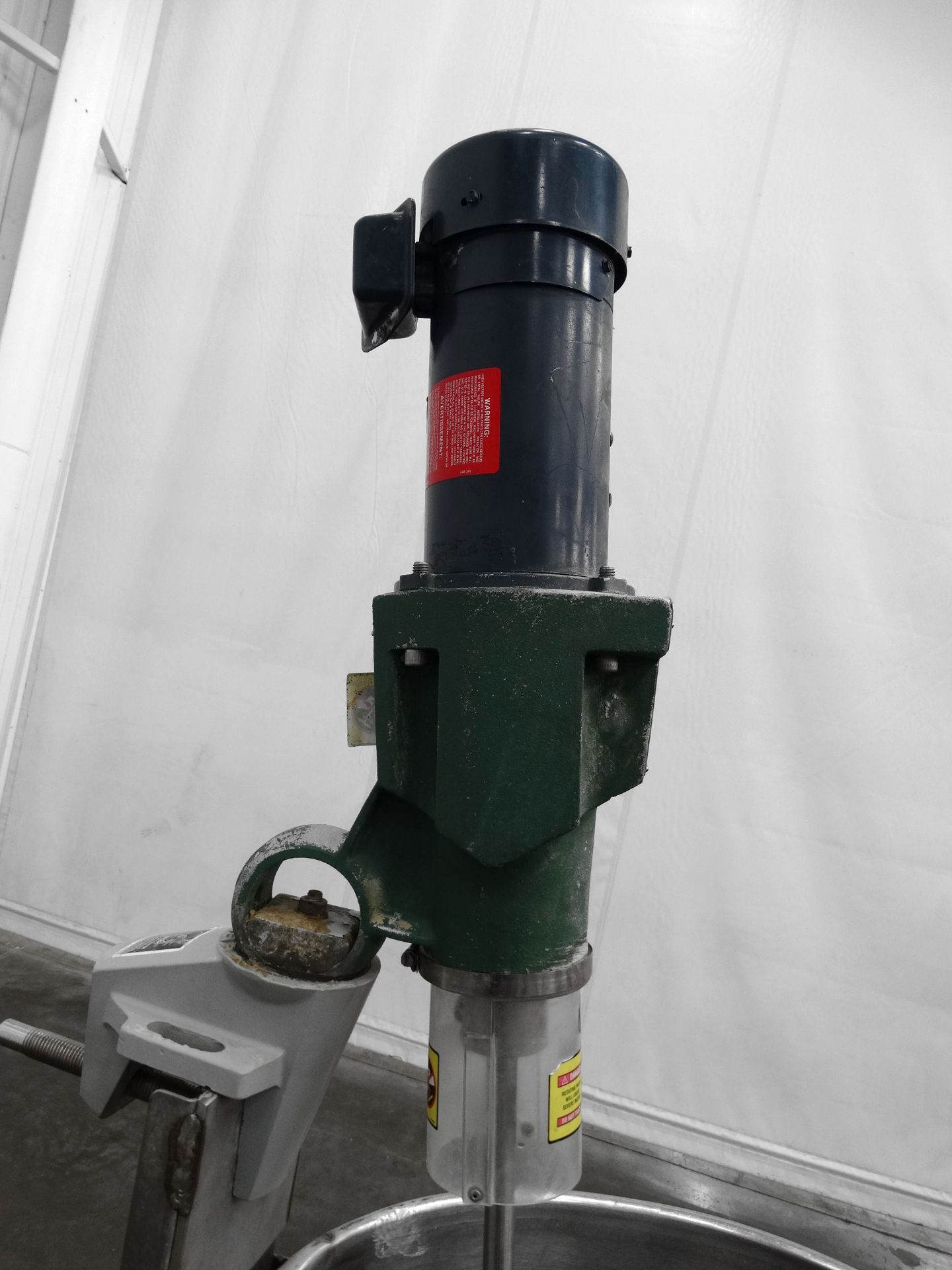 Lot 41 - Single Wall Stainless Mixing Tank 75 Gallons B8429
