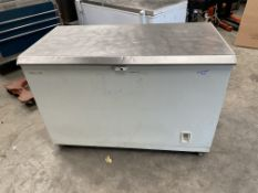 Gram Chest Freezer with Stainless Top