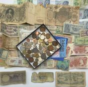 SMALL GROUP OF BANKNOTES & MIXED COINS