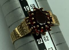 9CT GOLD RING WITH RUBY (SIZE R)
