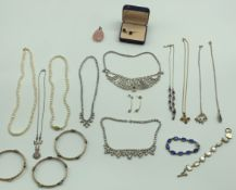 SMALL SELECTION OF COSTUME JEWELERY INCLUDING SILVER