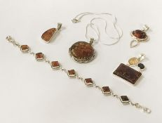 MIXED LOT STERLING SILVER BALTIC AMBER PENDANTS & BRACELETS