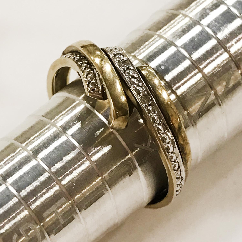 THREE 9CT GOLD DIAMOND RINGS - Image 4 of 4