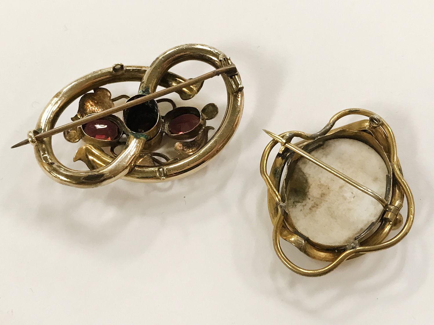 TWO ANTIQUE PIN BROOCHES - Image 5 of 5