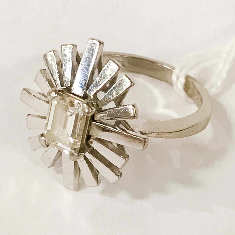 18CT GOLD DIAMOND SUNBURST BAGUETTE CUT SINGLE STONE RING - APPROX 1.60CT - Image 2 of 3