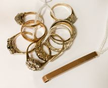 COLLECTION OF 9CT GOLD RINGS & BAR BROOCH